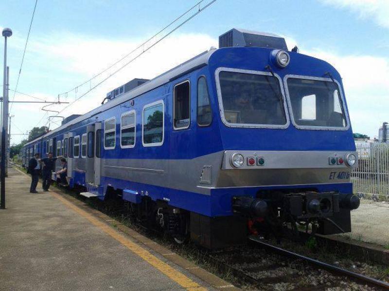 Sono arrivati i nuovi treni della Cumana, TUTTO BLU!
